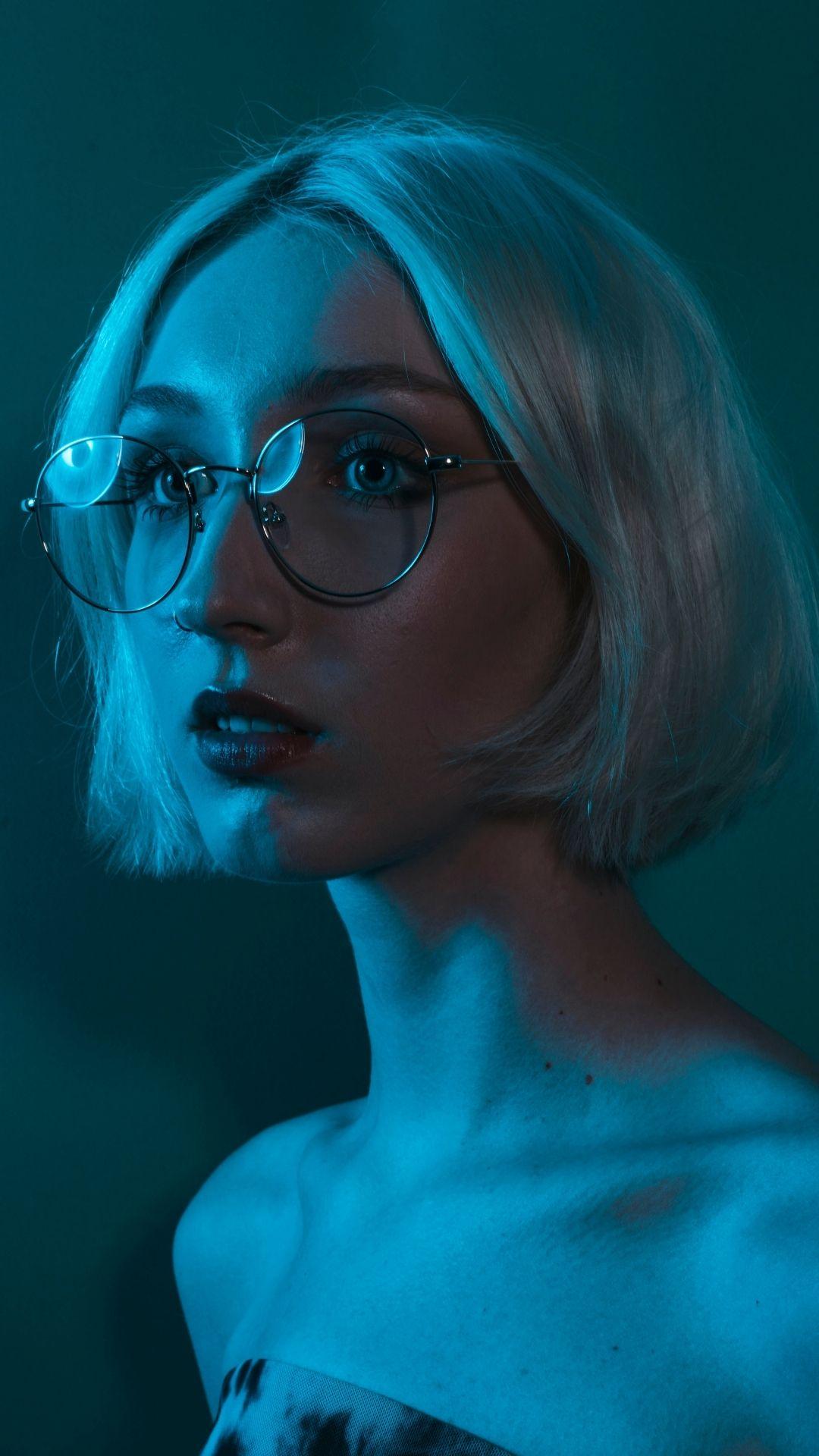 niebieskie światło, modelka w okularach do komputera MUSCAT Blue Block